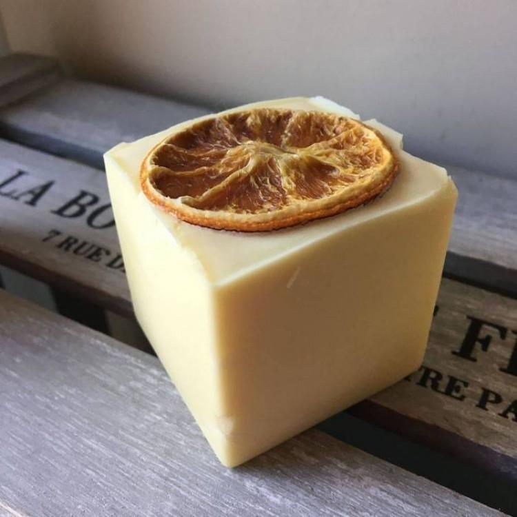 Bain and Savon Sunny Orange Shampoo Bar - 130g Bodycare